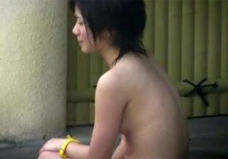 【露天風呂盗撮動画】清純少女の美乳オッパイにムラムラ…奇跡的なボディを隠し撮りwww