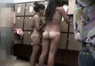 【着替え盗撮動画】素人ギャル達で賑わっているスパ施設…裸を覗き放題で釘付けになるのも分かるwww