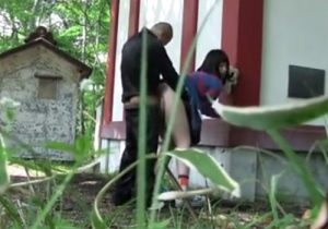 【野外セックス盗撮動画】田舎の若い男女の青姦を覗いた…美尻の可愛い彼女が乱れてるwww