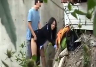 【青姦盗撮動画】スーツ姿のOLお姉さんがフェラチオや立ちバックで淫らな様子を曝け出すwww