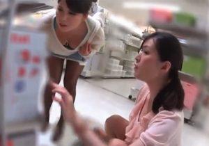 【胸チラ盗撮動画】買い物してる清楚な素人美女たちがオッパイを狙われて無断で撮られまくってるwww